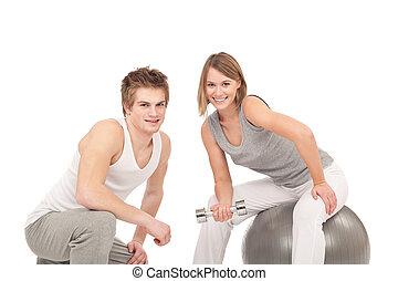fitness, -, jeune couple, formation, à, poids, et, balle