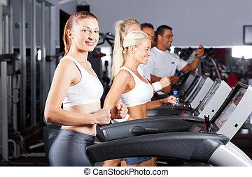fitness, leute, rennender , auf, tretmühle, in, turnhalle