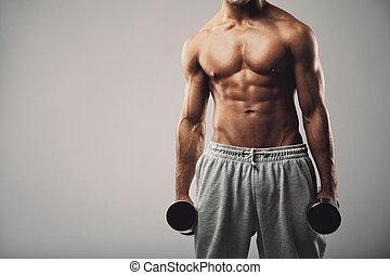 fitness, mannelijke , model, met, dumbbells, op, grijze , achtergrond