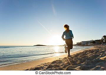 fitness, rennende , vrouw, zonsondergang wereldzee