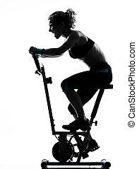 fitness, séance entraînement, femme, faire vélo, attitude