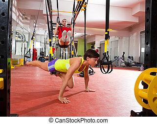 fitness, trx, utbildning, träningen, hos, gymnastiksal, kvinna och herre