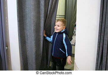 fitting-room, niño