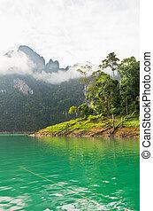 fiume, bello, montagne verdi