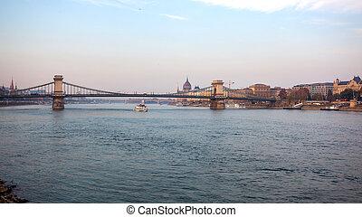fiume, hungary., ponte catena, danubio, szechenyi, budapest