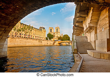 fiume senna, parigi, francia