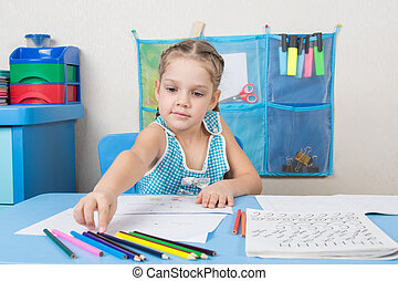 Five-year girl choose the right pencil doing painting