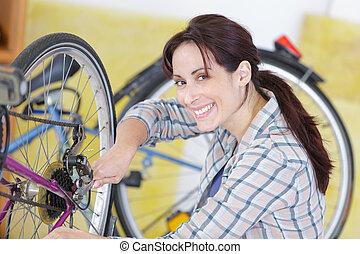 fixation, femme, engrenage bicyclette