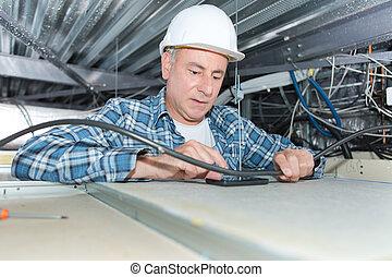 fixation, plafond, câblage, électricien, mûrir