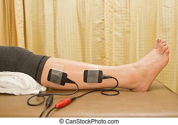 fizikai terápia, nő, noha, eletrical, stimulator, helyett,...