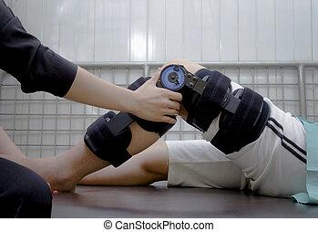 fizykoterapeuta, pacjent, noga, regulować, kolano, krzywda, 's, klamry