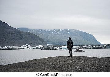 Fjallsarlon lagoon of the glacier Vatnajokull, Iceland