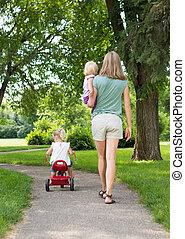 flânerie, parc, enfants, mère