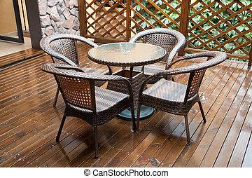 flätverk, stol, och, bord, på, löv, främre del, däck