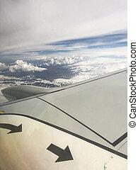 flügel , von, a, schöne , schnell, düse, motorflugzeug, mit, ein, motor, luft, an, hoch, altitude., senkrecht, foto