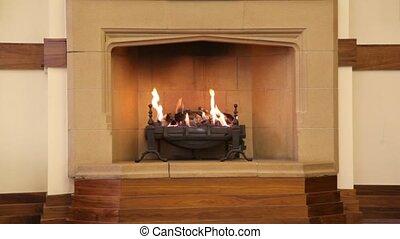 flamme, dans, cheminée, dans, milieu, de, brun, salle