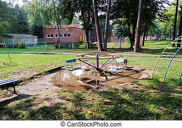 flaque, cour de récréation, carrousel