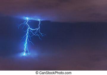 flash, nuages, électrique, éclair, entre, grève, décharge, night.