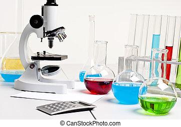 flasks, микроскоп, рабочее место, калькулятор