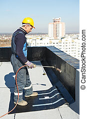 Flat roof covering works with roofing felt - Roofer ...