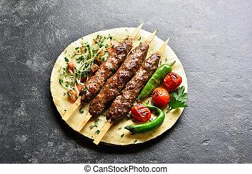 flatbread, adana, kebab, vegetales, fresco