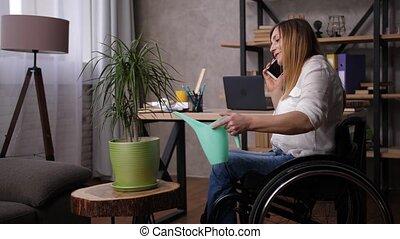 fleur, femme, arrosage, téléphone, conversation, handicapé