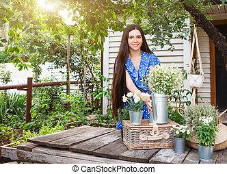 fleurs, arrière-cour, jeune femme, décorer