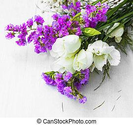fleurs, bouquet, sur, bois, fond