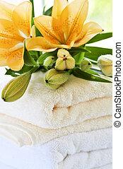 fleurs, pile, serviettes
