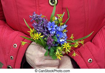 fleurs ressort, femme, tient, premier