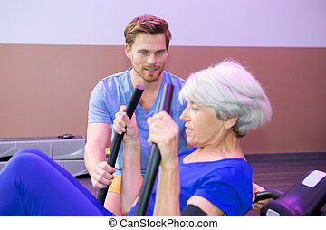 flexível, femininas, sênior, ginásio, com, treinador