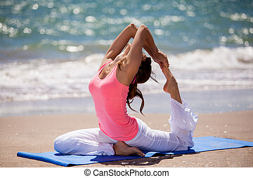 flexível, mulher jovem, fazendo, ioga