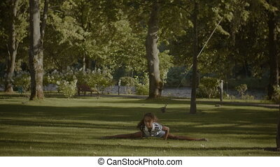 Flexible cute african american girl doing splits - Flexible...