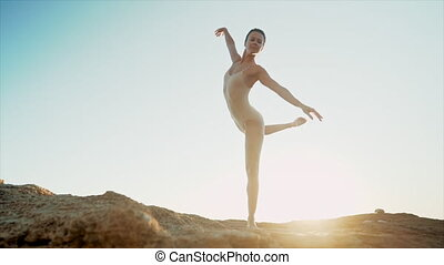 flexible, talent, art, océan, exercises., ou, portrait, mer, pratiquer, classique, nature, sunset., femme, ballerine, tendresse, rochers, levers de soleil, concept, danse, légèreté