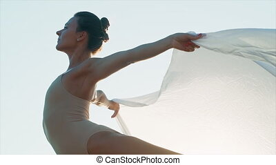 flexible, talent, soleil, art, ou, femelle ballet, nature, tissu soie, tendresse, danseur, énorme, concept, battement des gouvernes, flamme, vent, danse, gymnaste, arrière-plan., ciel, légèreté