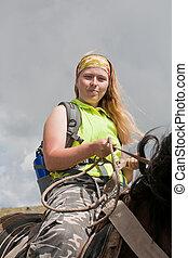 flicka, är, på, horseback., häst, tourism.
