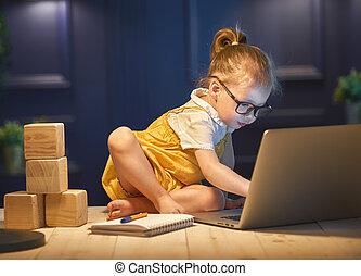 flicka, arbeta på, a, dator