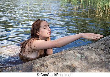 Think, that by flicka naken summering i vatten