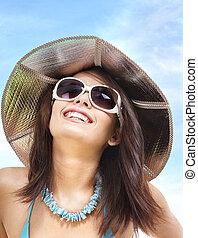 flicka, in, bikini, och, solglasögon, på, strand.