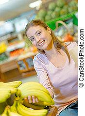 flicka, in, frukt, butik