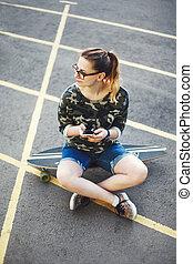 flicka, ladda upp, foto, till, knyter kontakt