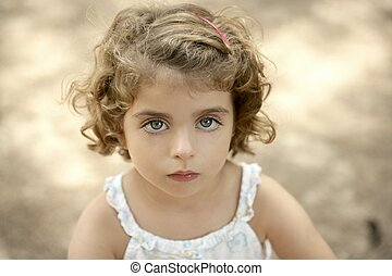 flicka, liten knatte, se, kamera