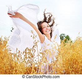 flicka, lycklig, fält, vete, vacker