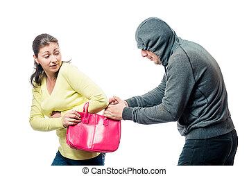 flicka, med, a, rosa, väska, became, a, offer, av, a, rånare, a, stående, på, a, vit fond