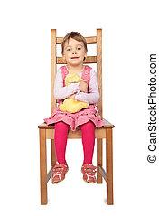 flicka, med, leksak, sittande, på, pall