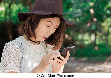 flicka, med, smartphone