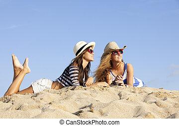 flickor, lagd, in, sand, på, sommar ferier