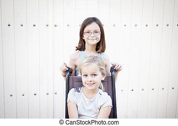 flickor, med, rullstol