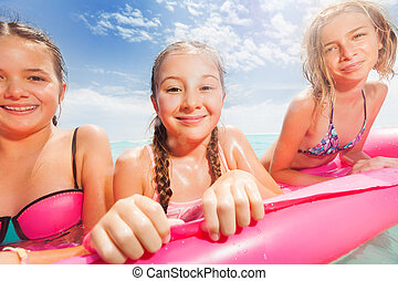flickor, strand, matrass, tre, stående