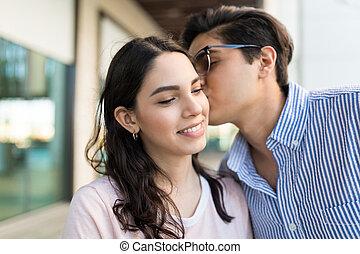 flickvän, söt, kind, man, kyssande
